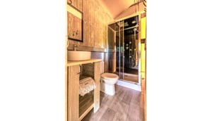 Safaritent with bathroom